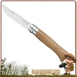 Couteau fermant Opinel 8 VRI manche en bois de chêne vernis de 11 cm. Lame acier inox sandvik 12C27 modifié